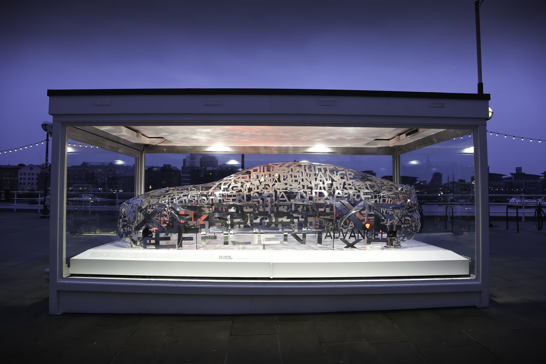 Jaguar expone una escultura del nuevo XE en el London Design Museum