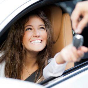 comprar-coche-jovenes-destacada-1200x900